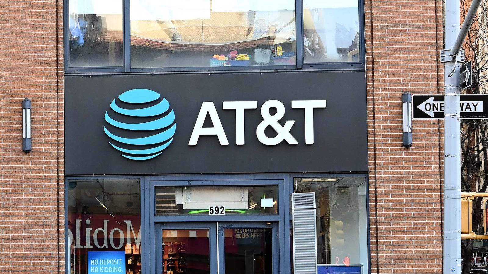 AT&T's Bogus '5G E' Service Loses in Speed Tests Against Other Networks