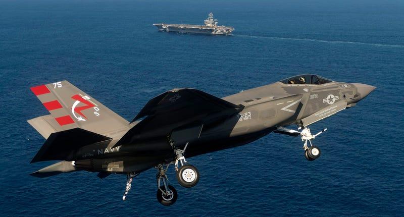 Illustration for article titled Espectaculares imágenes del F-35C en pruebas sobre un portaaviones
