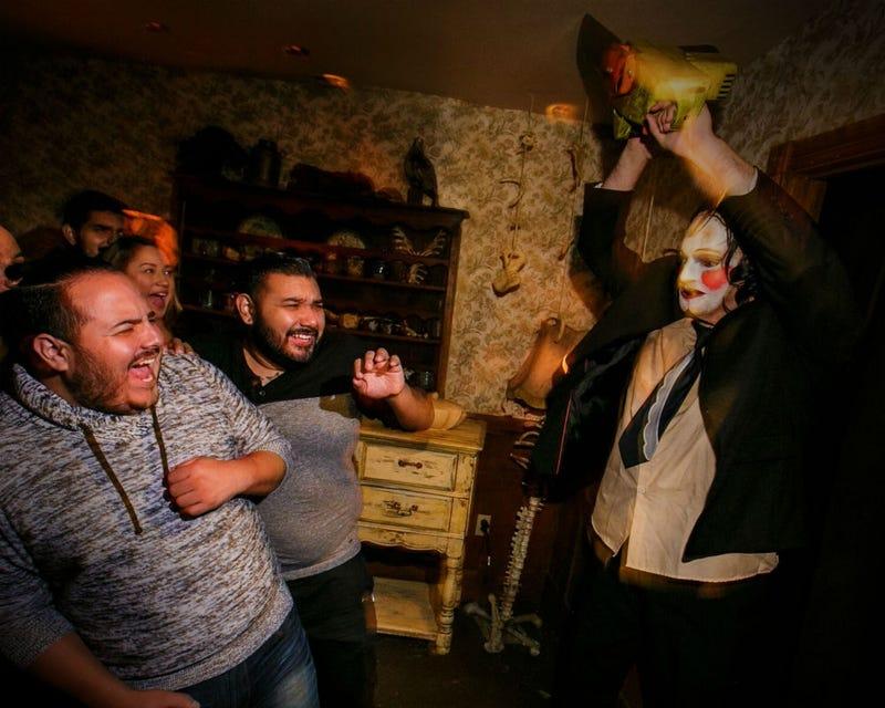 a creepily fun photo tour of universal studios halloween horror nights