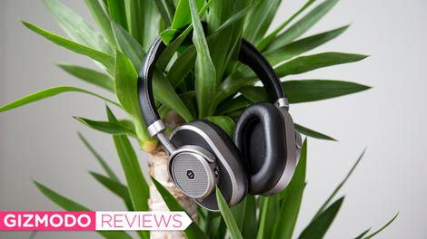 Sony's Cheaper Noise-Cancelling Headphones Are an Instant