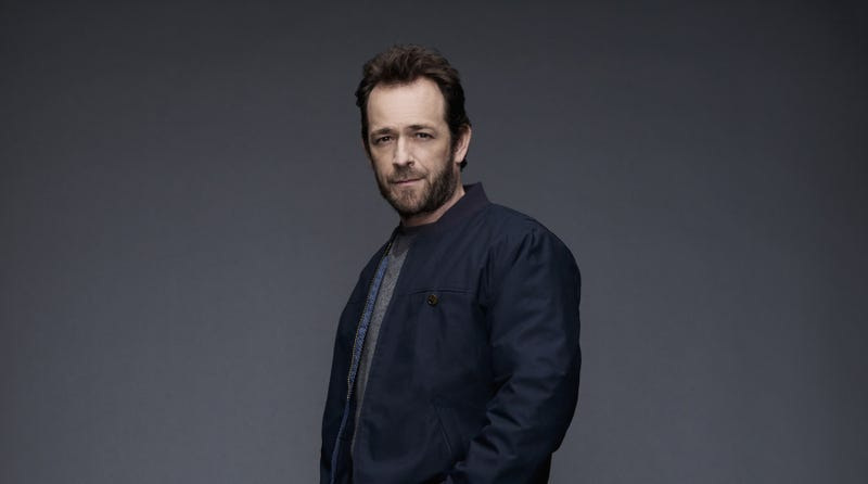 "Illustration for article titled Luke Perry hospitalized after suffering ""massive stroke"""