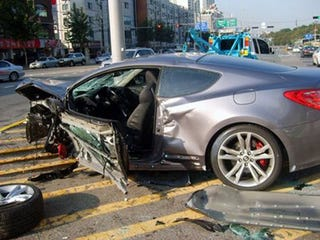 Illustration for article titled First Hyundai Genesis Coupe Crash Caught In Korea