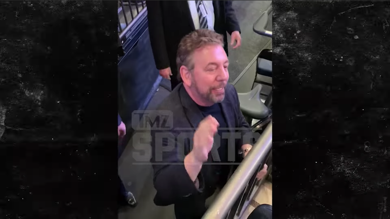 Illustration for article titled Notoriously Thin-Skinned James Dolan Threatens Knicks Fan In Response To Harmless Heckle