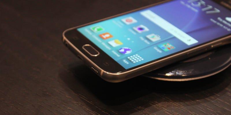 Illustration for article titled Así funciona uno de los aciertos del Galaxy S6: la carga inalámbrica