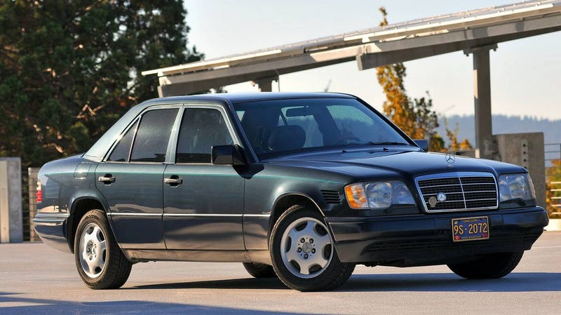 Illustration for article titled At $7,000, Could This High-Mileage 1995 Mercedes-Benz E300D Still Get You Going?
