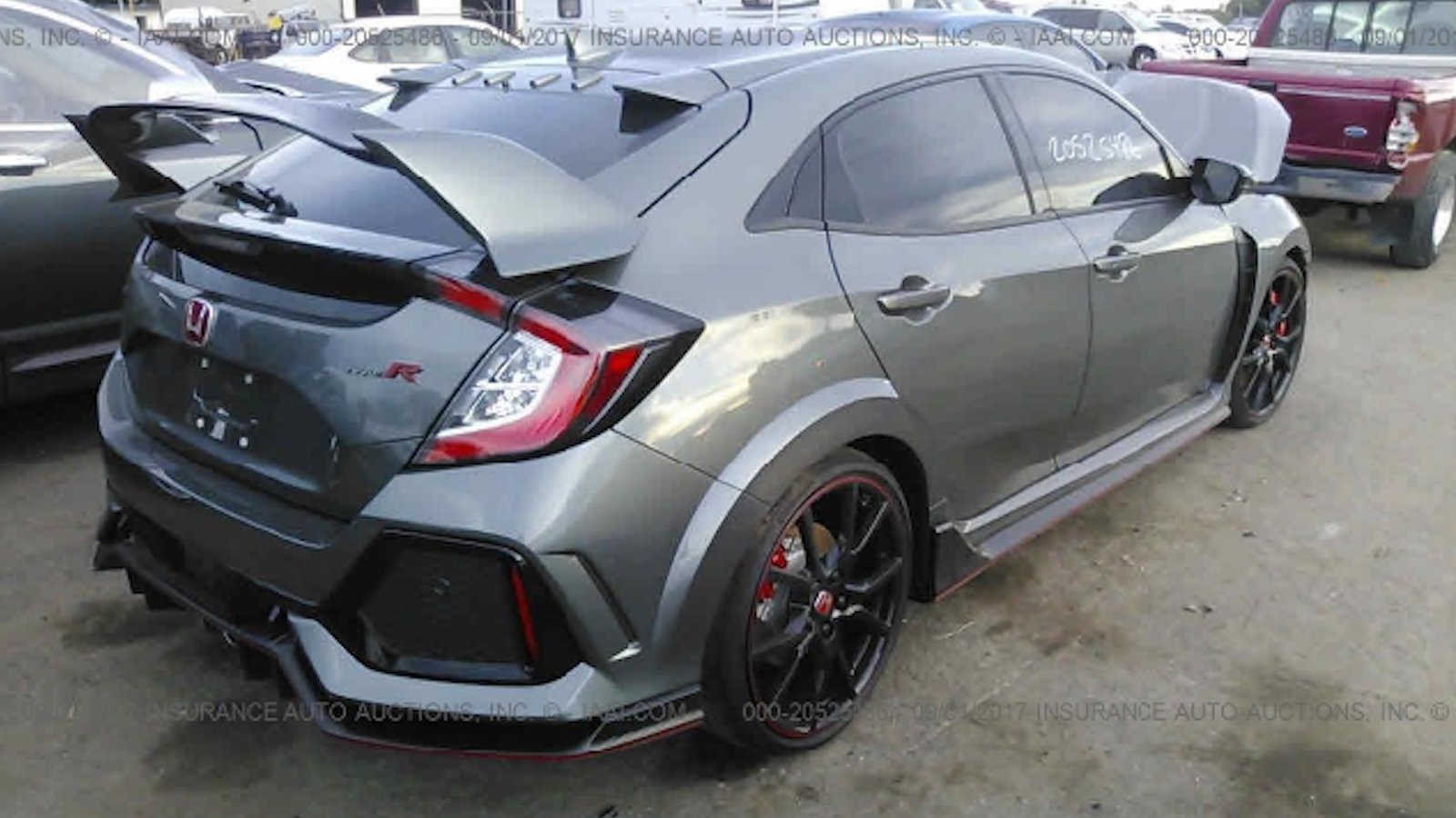 this destroyed honda civic type r is a real bargain if you only look at it from the back. Black Bedroom Furniture Sets. Home Design Ideas