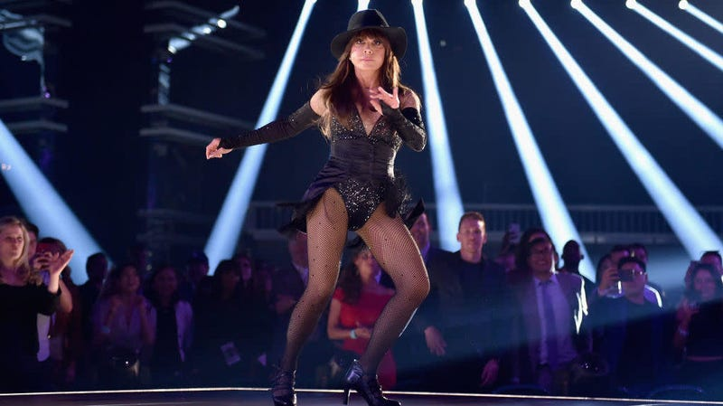 Illustration for article titled Paula Abdul dances, conducts surprise audition for Bond's next Oddjob at Billboard Awards