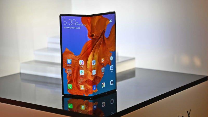 Illustration for article titled El Huawei Mate X dobla su pantalla de una forma diferente (y mejor) que la del Samsung Galaxy Fold