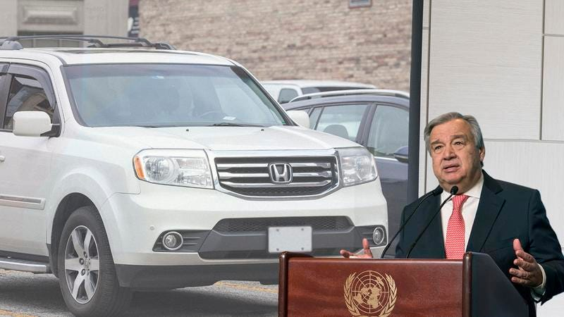 António Guterres at a podium in front of aHonda.