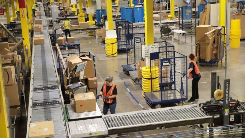 Un número preocupante de trabajadores de almacenes de Amazon aparentemente vive de bonos de comida