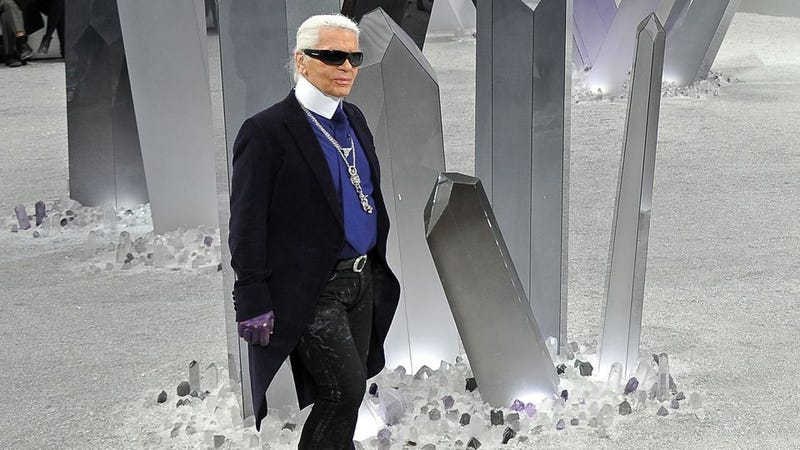 Illustration for article titled Karl Lagerfeld Disappointed to Learn Japanese Are Getting Fat