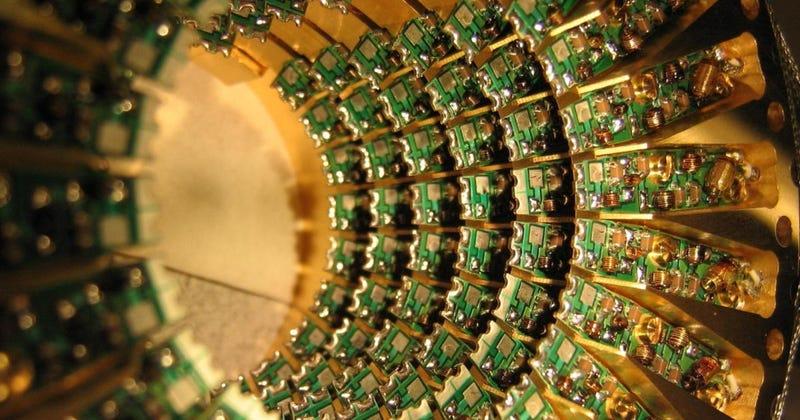 """Illustration for article titled La NSA pide """"actuar ya"""" para evitar que los computadores cuánticos rompan nuestros cifrados"""