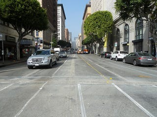 Illustration for article titled Bike Lane Through Downtown LA on 7th Street