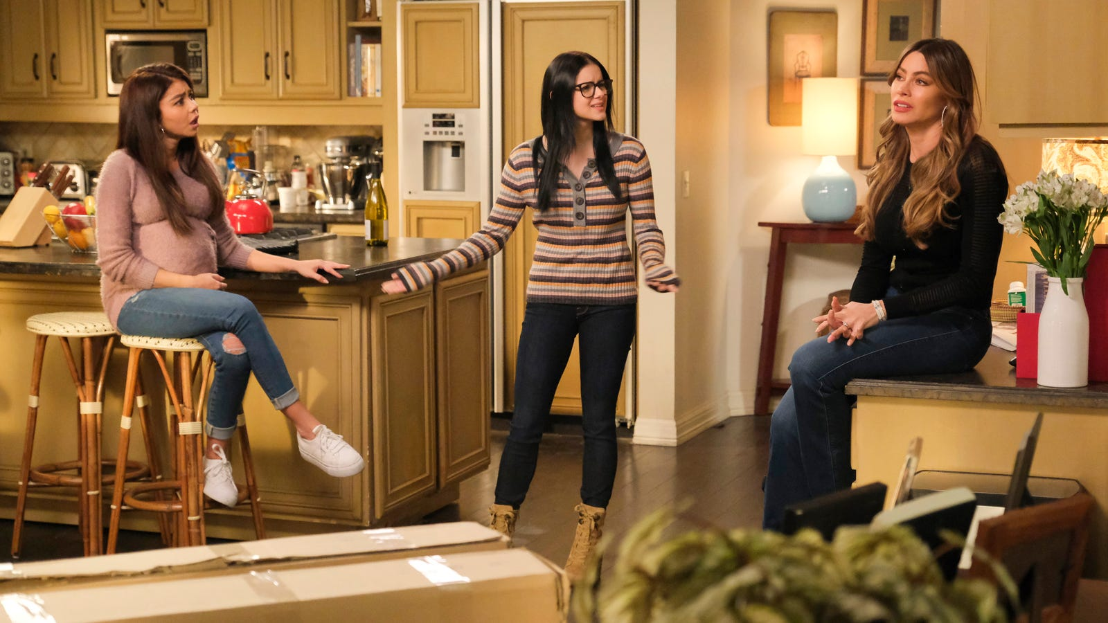 Modern Family splits the family based on gender, to predictably mixed results