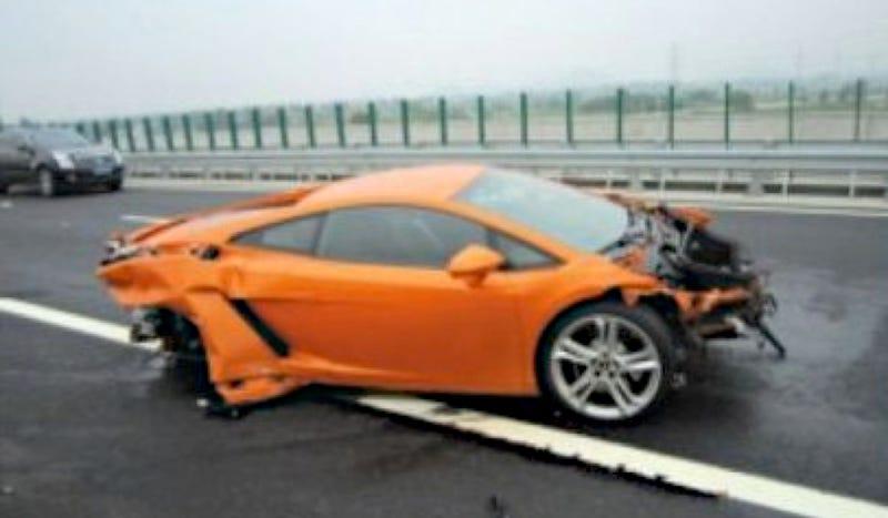 Auto Journalist Destroys 536 000 Lamborghini In China