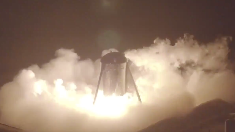 Starhopper with his Raptor engine ignited.