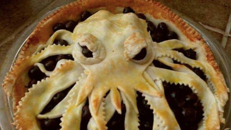 Illustration for article titled Today for gibbering chaos lunch, eat some Cthulhu pie!