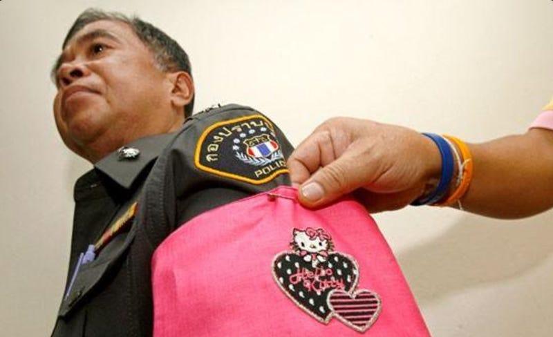 En Tailandia castigaban a sus policías con una insignia de Hello Kitty para humillarlos