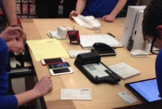 Illustration for article titled Apple Store's New Credit Card Tech Is Its Most Reliable Yet
