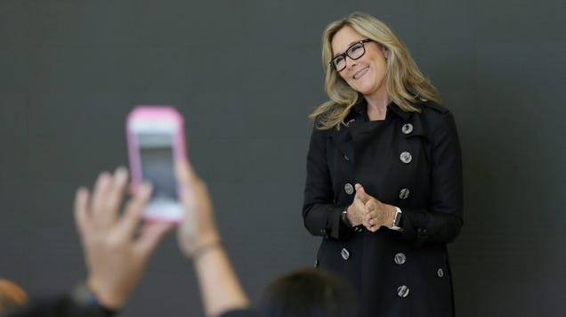 Apple s Retail and Online Stores Chief, Angela Ahrendts, to Leave By April