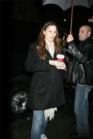 Illustration for article titled Jen Garner Also Bucks Trend, Gets White Guy To Hold Her Umbrella