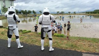 Illustration for article titled Stormtroopers Make Sure Japanese Children Plant Rice