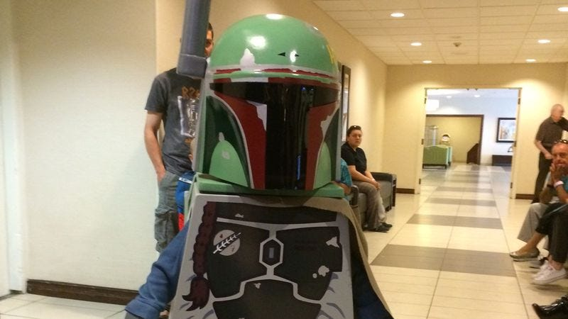 Illustration for article titled A dad built his kid this awesome Lego Star Wars costume