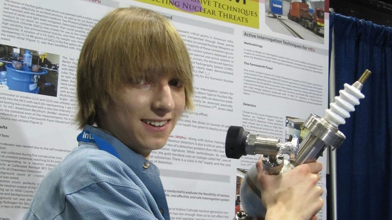Illustration for article titled Teen Builds Nuke Detecting Device, Saves Us All From Horrible Death