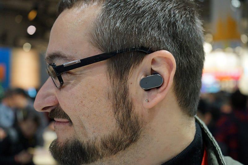 Illustration for article titled Xperia Ear es un auricular bluetooth con inteligencia artificial, como en Her