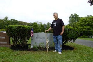 Illustration for article titled Only A Jets Fan Keeps Vince Lombardi's Grave From Being A Neglected Embarrassment