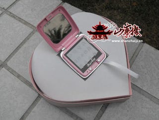 Illustration for article titled Fake Chinese Barbie Phone Better Than the Real Thing