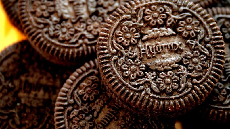 Illustration for article titled Oreo and Hydrox's 100-Year-Old Blood Feud Is Heating Up Over Claims of Hidden Cookies