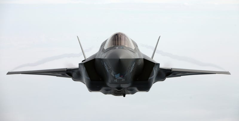 Illustration for article titled This head on shot of a flying F-35 is so perfect