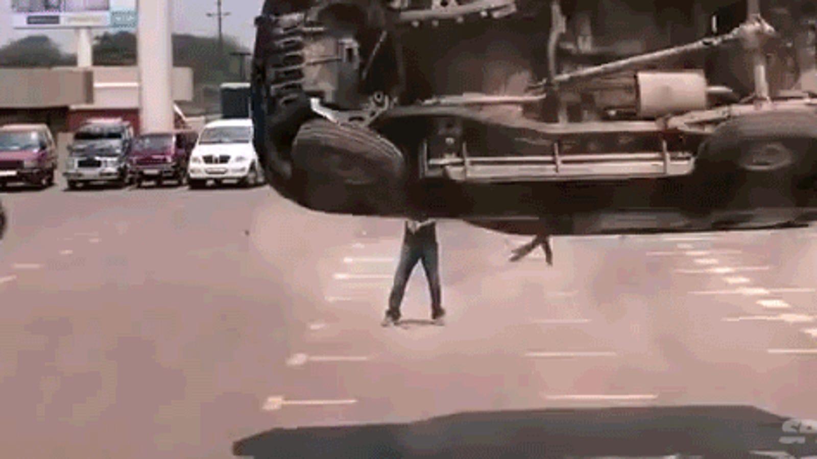 No se puede hacer una escena de acción más ridícula que esta