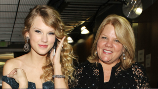 Illustration for article titled Taylor Swift Reveals Her Mother Has Been Diagnosed With Cancer