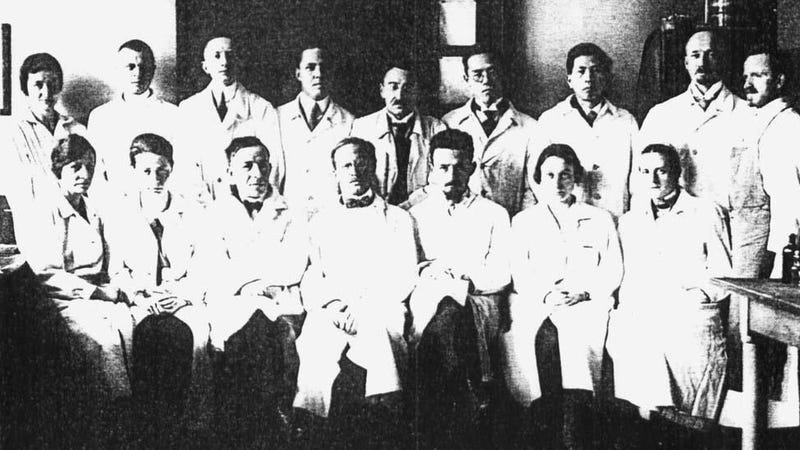 Julius Hallervorden's research group before the war. He's top row, second from left.