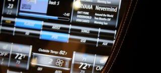 Illustration for article titled Descubren cómo hackear los coches Tesla con un teléfono móvil