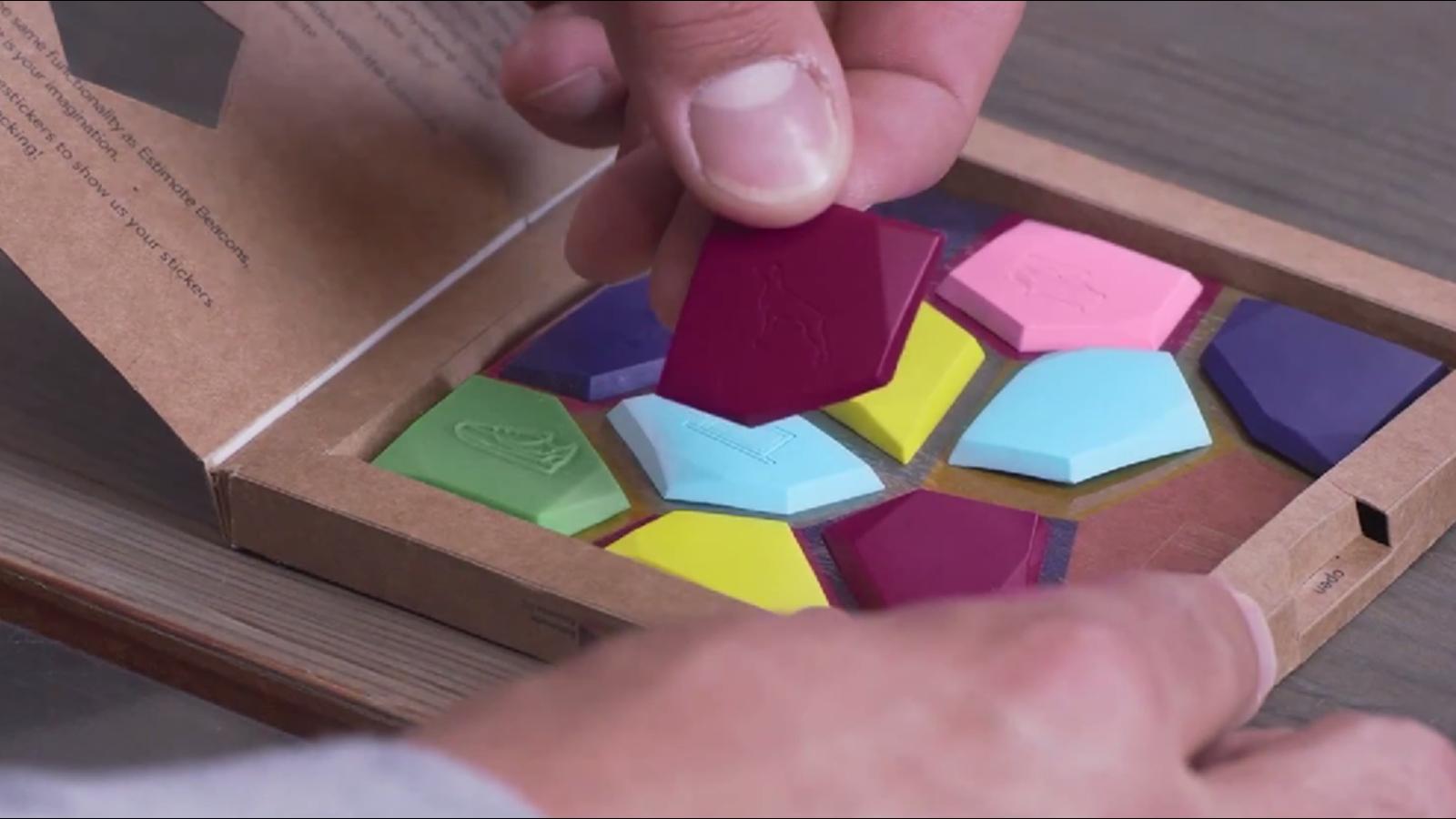 Estas pegatinas convierten cualquier cosa en un objeto inteligente