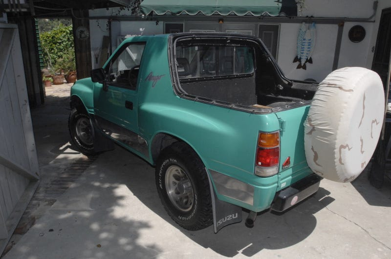 Illustration for article titled At $2,500, Could This 1992 Isuzu Amigo Become Your New Best Friend?