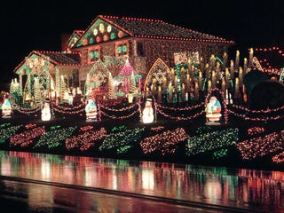 It Costs 82000 To Light The One Million Christmas Lights At This House