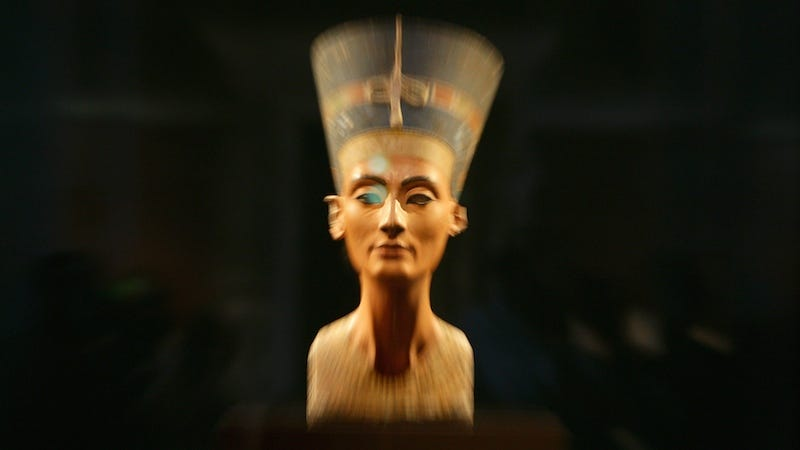 Illustration for article titled Archeologist Thinks He's Found Nefertiti's Tomb (Inside King Tut's)