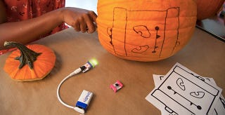 Illustration for article titled Hack-O-Lantern Turns Your Kid's Pumpkin Into an Interactive Spooker