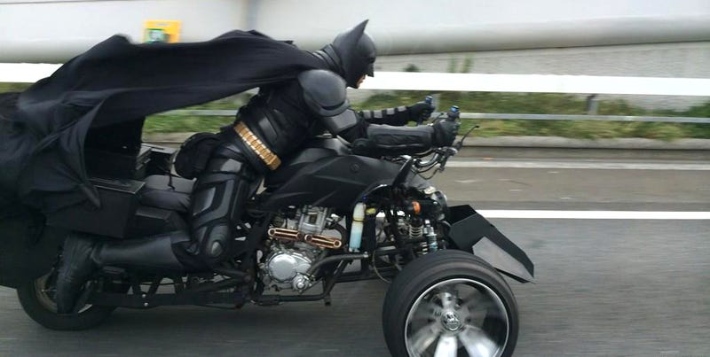 Illustration for article titled This guy is driving a batcycle around Japan in a perfect Batman costume
