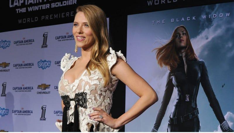 Illustration for article titled Scarlett Johansson Calls Woody Allen Criticism 'Irresponsible'