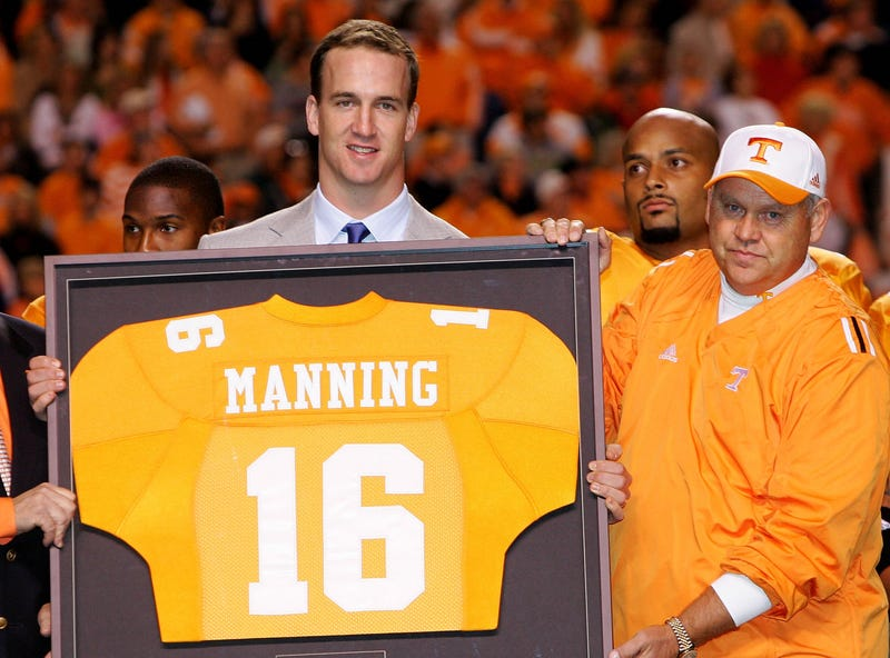 Illustration for article titled How Tennessee's Head Trainer Took Control Of The Allegations Against Peyton Manning