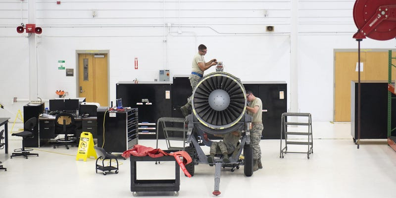 Illustration for article titled This Air Force Workshop Is Like an Engineering Operating Theater