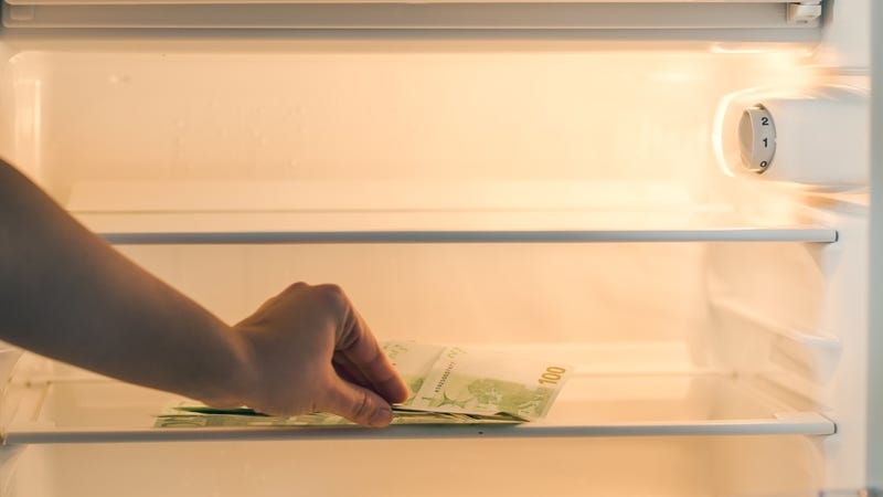 Illustration for article titled Woman hides life savings in freezer, returns freezer to store without removing it