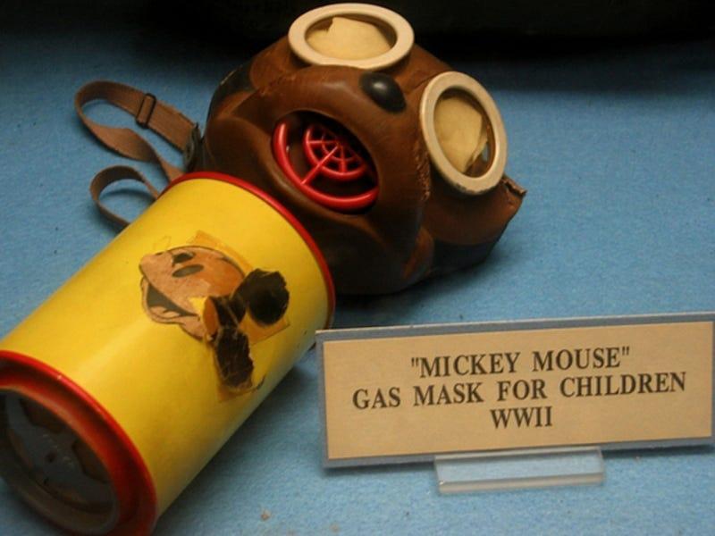 Resultado de imagen de mascaras de gas mickey mouse