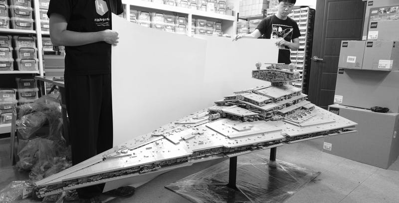 Illustration for article titled Look At This Enormous LEGO Star Destroyer