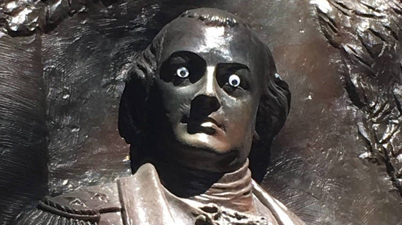 Illustration for article titled A cool vandal stuck googly eyes on a statue